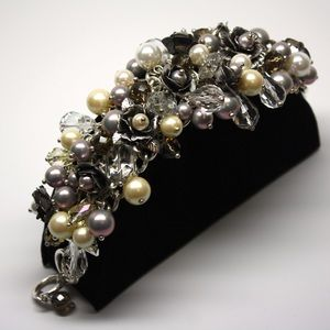 Jewelry - Pearl and beaded bracelet